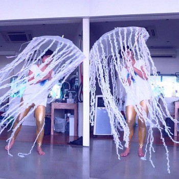 10 cheap diy halloween costume ideas and what they cost the diy jellyfish costume for halloween solutioingenieria Choice Image